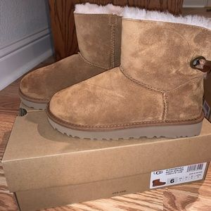 BNWT UGG Bailey Bow Mini (Chestnut)
